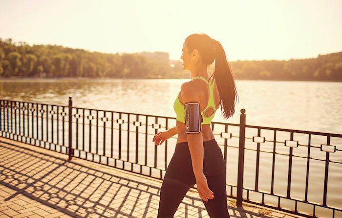 yürümeyi günlük rutine sokarak göbek eritmeye katkı sağlayabilirsiniz