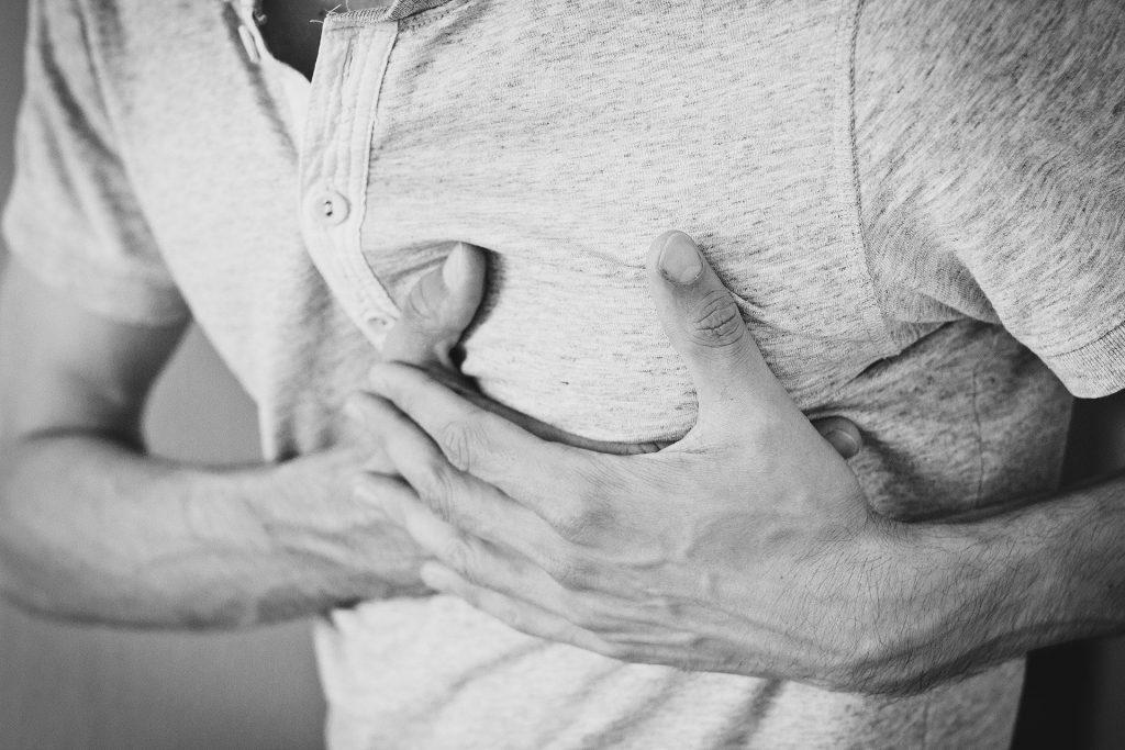 Göğüs ağrısı neden olur?