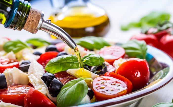 zeytinyağı akdeniz diyetinin en önemli öğesidir