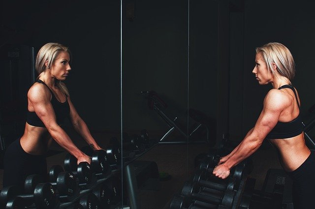 Kol sarkmasını önleyen ve kolları sıkılaştıran 8 egzersiz